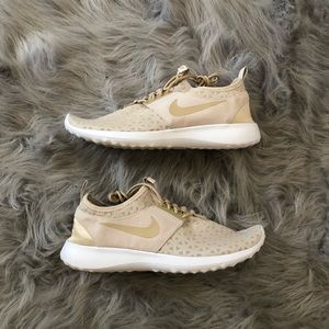 Woman's Nike Juvenate size 9.5
